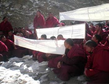 92  350 kyegudo1 - В Тибете прошла акция протеста и зафиксирован  еще один акт самосожжения