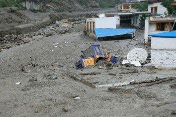В китайской провинции Сычуань сход селевого потока вызвал утечку хлора: 125 человек пострадали