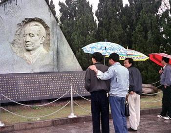 126 09 04 12 YAOBANG - Руководство Пекина отважилось вспомнить о событиях 4 июня 1989 года
