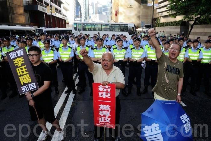 Ху Цзиньтао в Гонконге оградили заборами от массовых народных протестов