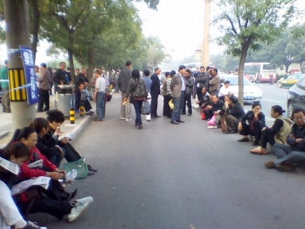 142 3009 fanmin2 - Накануне Дня основания КНР десятки тысяч китайцев приехали в Пекин с жалобами к правительству
