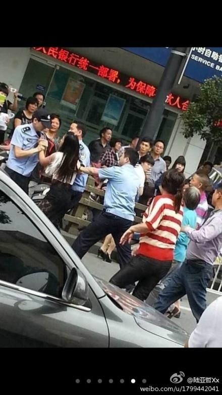 В Китае протест крестьян против коррупции закончился стычками с полицией