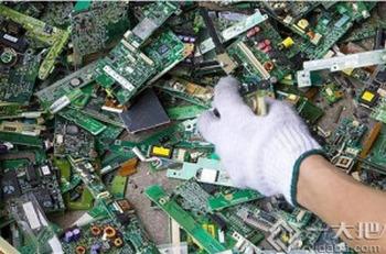 Китай в больших объёмах скупает иностранный мусор