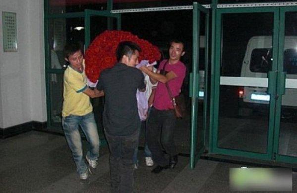 Китайской студентке на день Святого Валентина подарили 10 тысяч роз