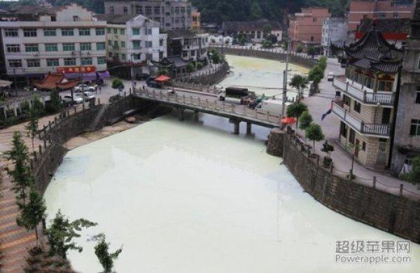 В портовом городе Китая появилась «молочная река»