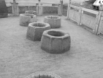 В Китае вода в древних лечебных скважинах пузырится круглые сутки