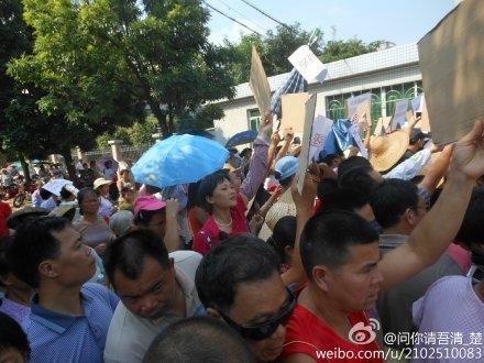 142 guandongg6 - Крестьяне на юге Китая требуют отставки партийного секретаря