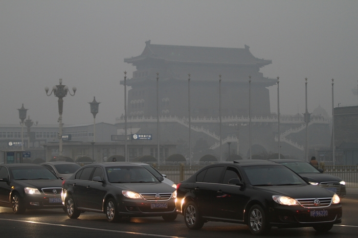Густой смог накрыл 15% территории Китая