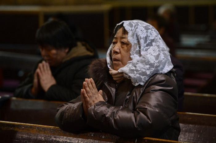 191 Christian prayer - Журналисты, расследующие задержание китайского пастора, подверглись насилию