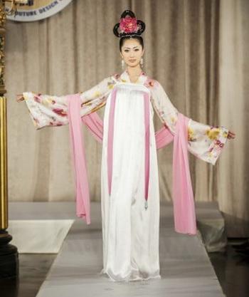 Древние китайские костюмы украсят Неделю моды в Нью-Йорке