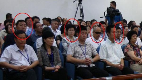 Пользователи сети изучают фотографии процесса над Бо Силаем