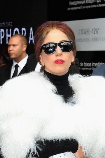161 Lady Gaga 1212 - Леди Гага на морозе приветствовала питерских фанатов