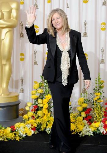 169 06 08 10 barbra - Барбра Стрейзанд названа кандидатом на звание Человек Года MusiCares 2011