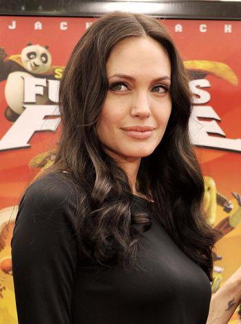 169 21 07 10 dzoli - Анджелина Джоли говорит о важности семьи