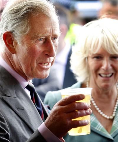 ygklmcherst1 - Фоторепортаж о принце Чарльзе и герцогине Корнуольской Камилле, посетивших ипподром в Шотландии