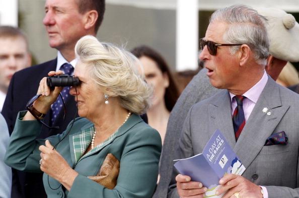 ygklmcherst3 - Фоторепортаж о принце Чарльзе и герцогине Корнуольской Камилле, посетивших ипподром в Шотландии