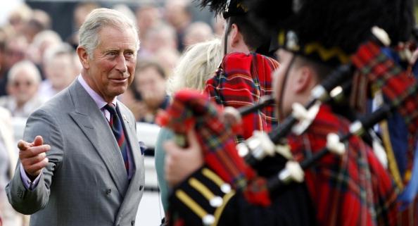 ygklmcherst4 - Фоторепортаж о принце Чарльзе и герцогине Корнуольской Камилле, посетивших ипподром в Шотландии