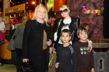 Дети Яны Рудковской вновь учатся называть ее мамой