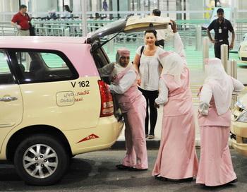 В ОАЭ для парковки таксистов отведут целый квартал