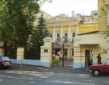 Активисты в Москве заблокировали усадьбу Алексеевых, чтобы спасти ее от сноса