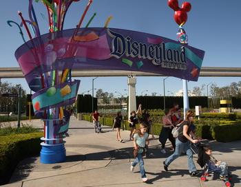 Компания The Walt Disney планирует обеспечить парижан квартирами