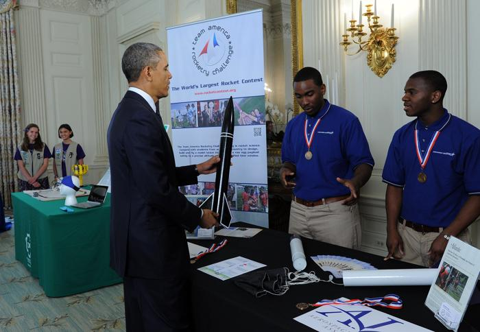 200 230413Obama 04 - Научная ярмарка прошла в Белом доме
