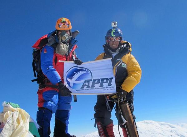 126 08 03 12 pute1 - Невероятное путешествие двух непальцев отмечено премией
