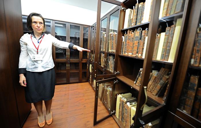 126 14 06 13 BIBB - Библиотека Шнеерсона остаётся в России