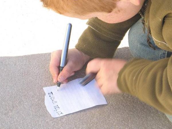 """Мальчик пишет """"шалом"""". Фото-стихо-творения"""