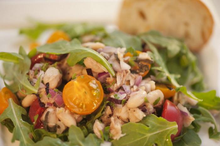 Какое лето без салата с тунцом?