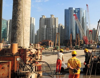 163 0312 laborers - Рынок недвижимости Китая находится на грани кризиса
