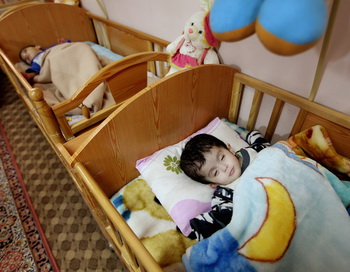 Нарушение дыхания во время сна у ребенка связано с проблемами в его поведении