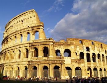 Римский Колизей разрушается из–за зимних холодов