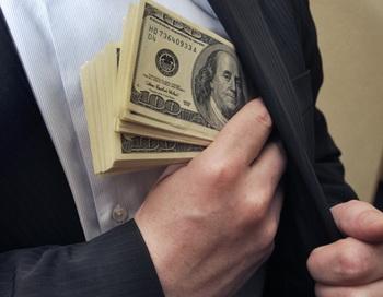 Полицейские задержаны в столице за попытку получить $200 тысяч взятки