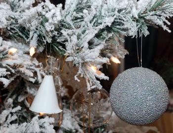 Оригинальные способы украшения новогодней ёлки 2012