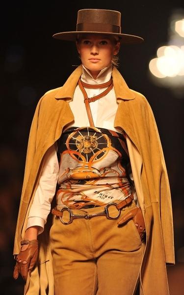 Мода весна-лето 2011: стиль «Наездник»