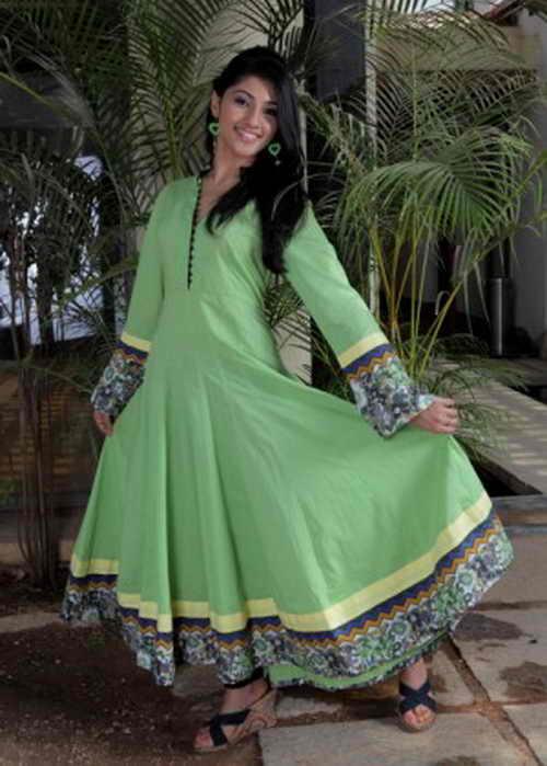 Современная жизнь диктует новые цвета в индийской моде