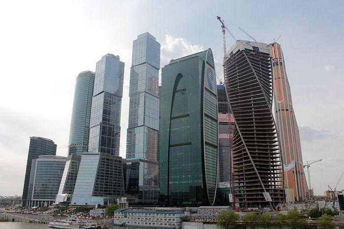 В Москве прошёл забег на вершину небоскрёба «Город столиц»