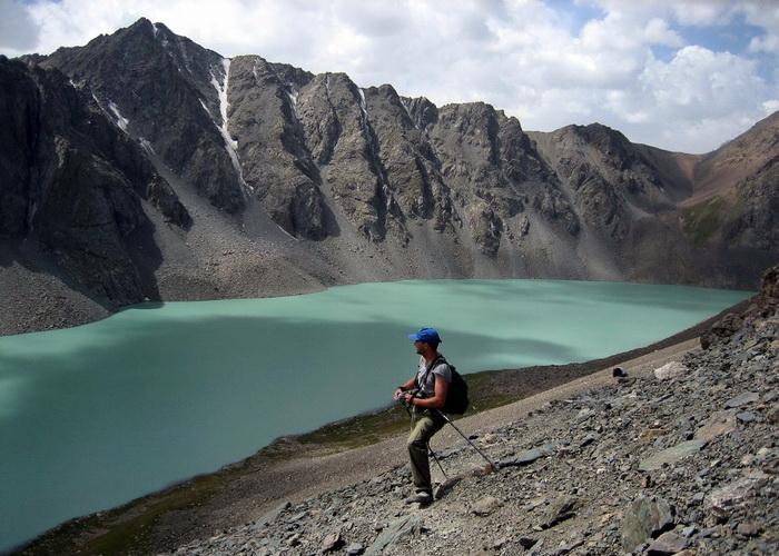 В Киргизии ввели безвизовый режим для туристов из богатых стран
