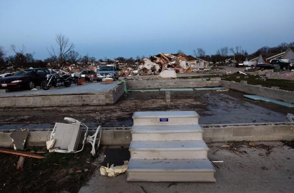 Торнадо бушует в США, есть жертвы