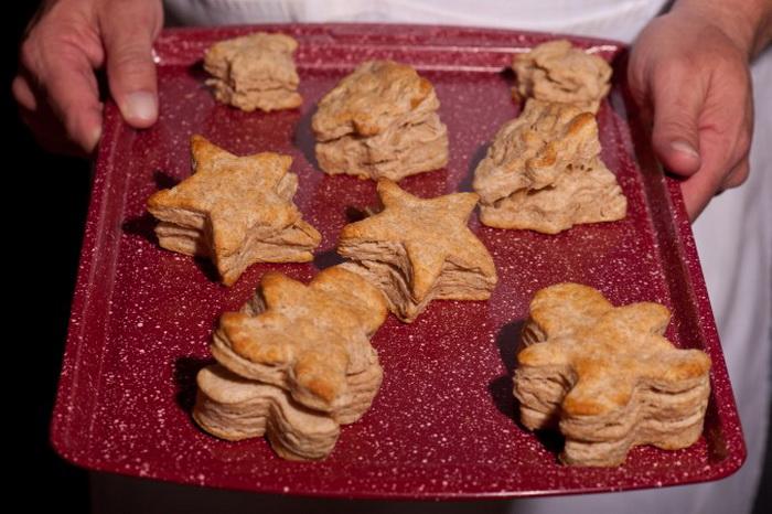 Праздничный новогодний завтрак: печенье с клюквенно-ореховым маслом