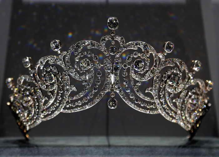 Выставка ювелирных сокровищ Картье проходит в Париже