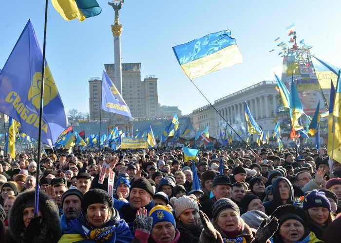 Около ста тысяч человек приняли участие в очередном вече на Майдане