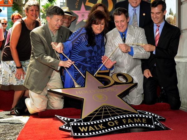 Звезда Луи Прима - джазового певца и композитора появилась на Аллее славы в Голливуде. Фоторепортаж