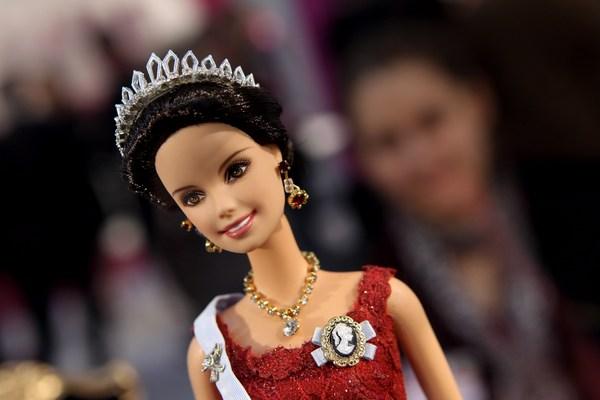 В Нюрнберге на крупнейшей выставке игрушек представлены новые куклы Барби. Фоторепортаж