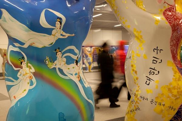 "Выставка ""United Buddy Bears"" на центральном вокзале Берлина"