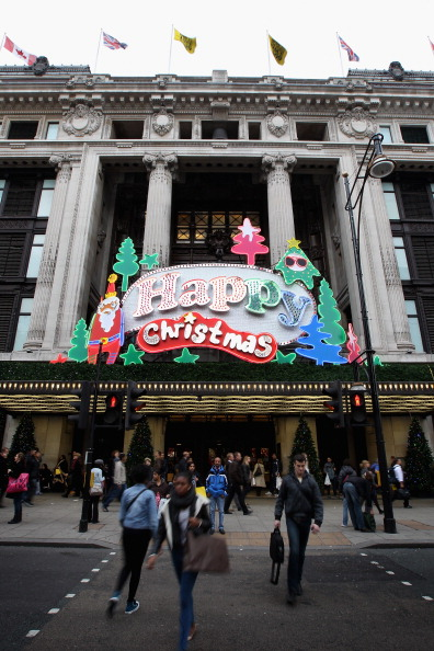 Рождественские витрины Лондона привлекают покупателей