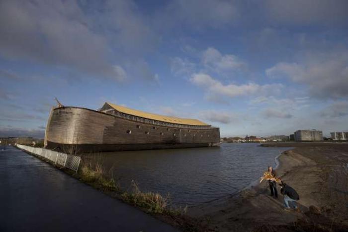 Каждый спасается, как может: житель Голландии открыл огромный ковчег