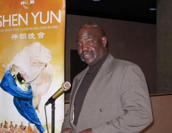 Мэр Толедо провозглашает «День Shen Yun»