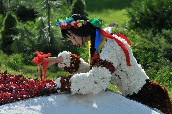 75 kii 4 - Выставка цветов «Река вышиванок» открылась в Киеве